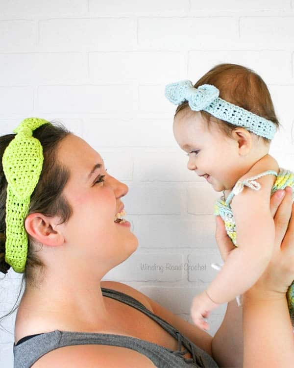 The Casual Cotton Headband free crochet pattern is designed to dress up the plain tank top and jeans look. This is an easy pattern that is great for beginners. This quick pattern works up with just some basic stitches. This headband goes great with a ponytail, messy bun or hair down. #crochetpattern #freecrochetpattern #headband #messybun #crochet