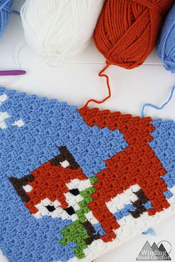 Winter Fox Corner to Corner C2C Crochet Graph | This little crochet fox C2C graph is great as a pillow or in my Woodland Winter Wonderland Corner to Corner Blanket. This is a great project to work on all fall and have ready for Christmas. Crochet a blanket with little woodland creatures.