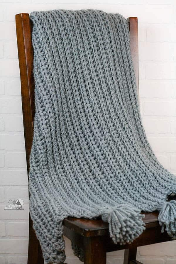 Use this free crochet pattern to crochet the beautiful Granite Rib Throw blanket. This crochet blanket is a quick project that has a beautiful modern design. #crochetblanket #freecrochetpattern