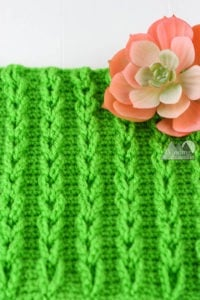 Learn to create raised crochet cables without post stitches. The Chain Cable stitch is a great alternative to the traditional crochet cables. Left and right handed video tutorial available. #crochetstitch #crochettutorial