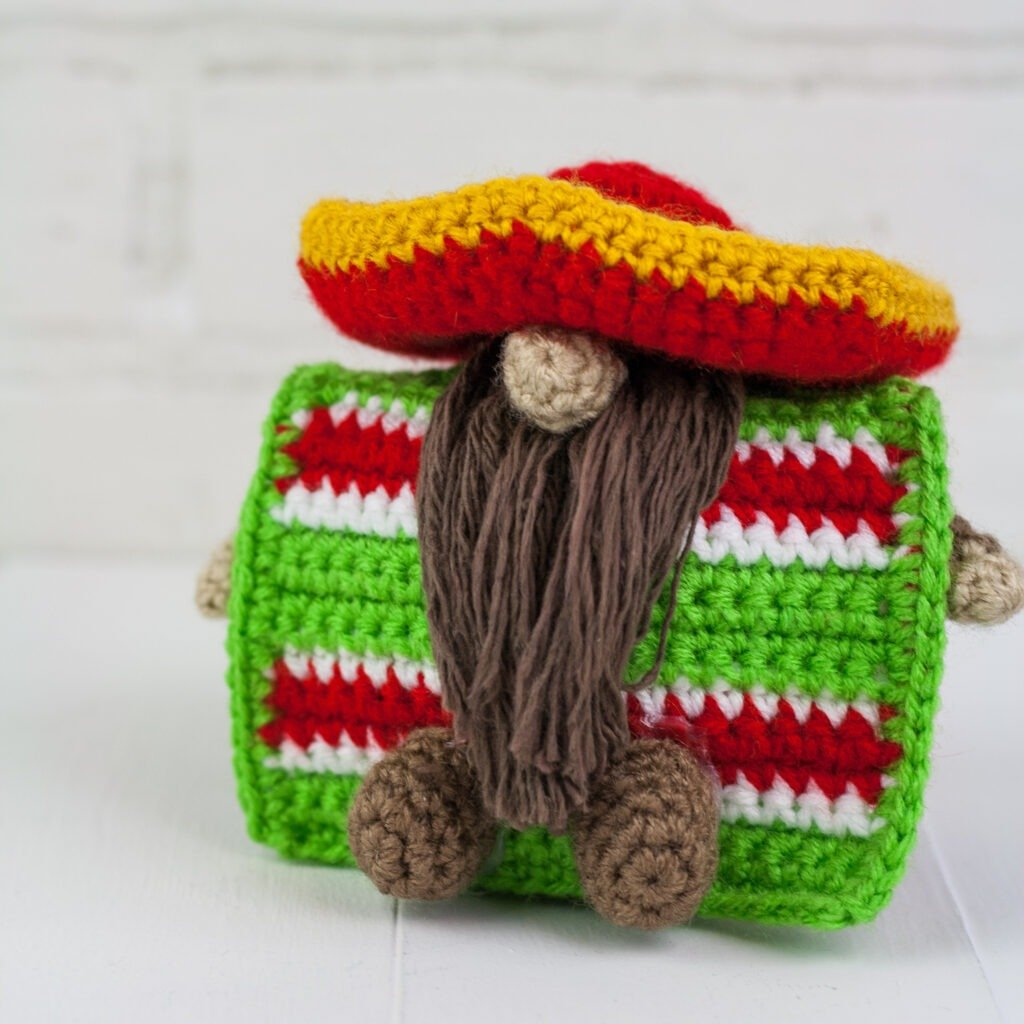 Free crochet gnome pattern for the cinco de mayo gnome. Quick and easy holiday gnome.