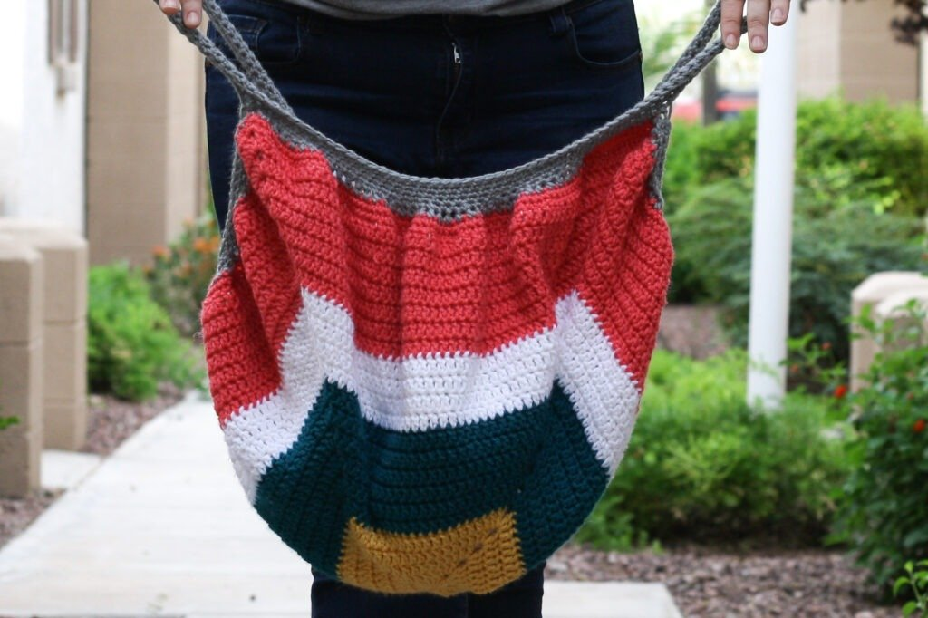 This crochet tote bag is perfect for on the go. The pattern is easy to follow. The bag has a nice big opening for easy key finding.