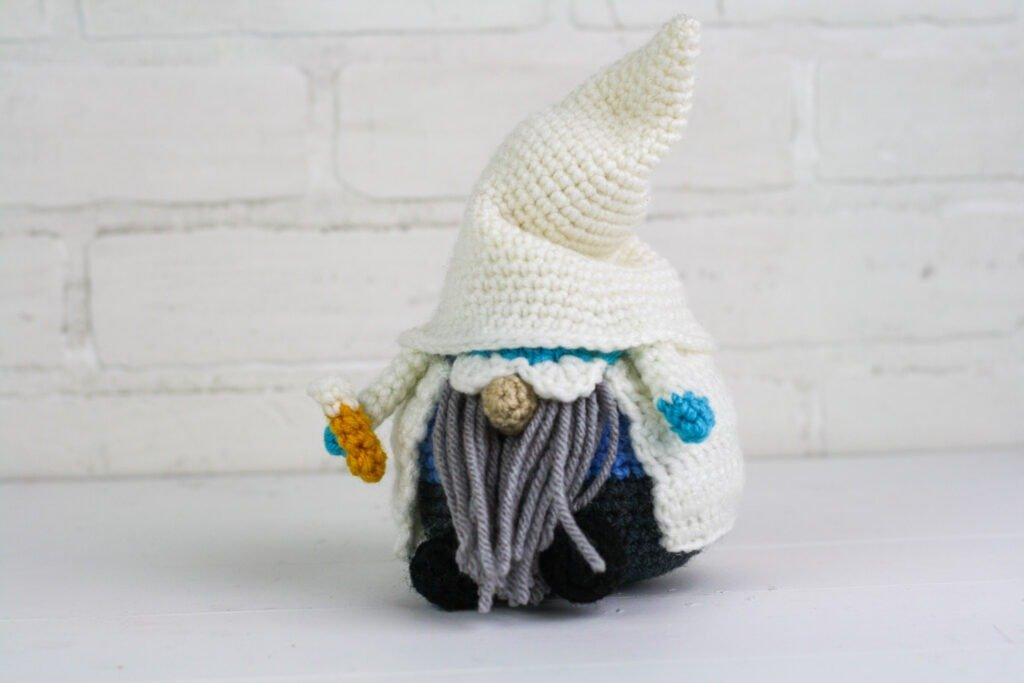 Crochet a scientist or pharmacist gnome with this free crochet pattern. This is one of many of my profession gnomes series.