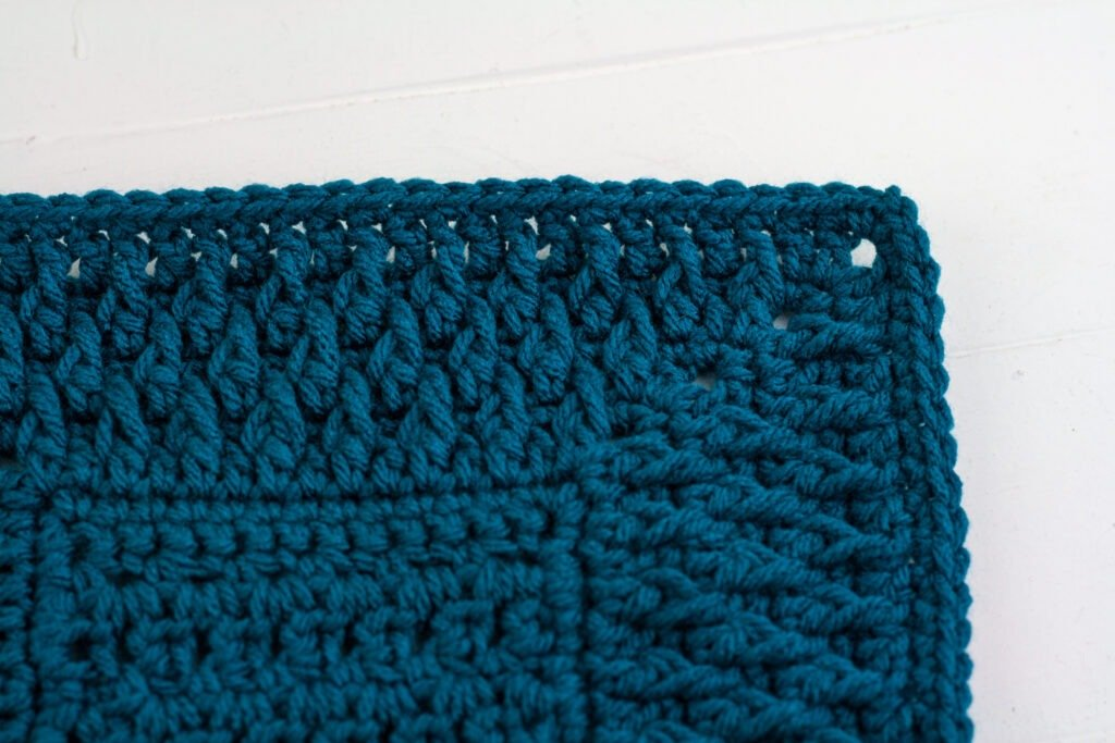 Learn to crochet this beautiful alpine stitch crochet blanket border with the free crochet pattern and video tutorial.