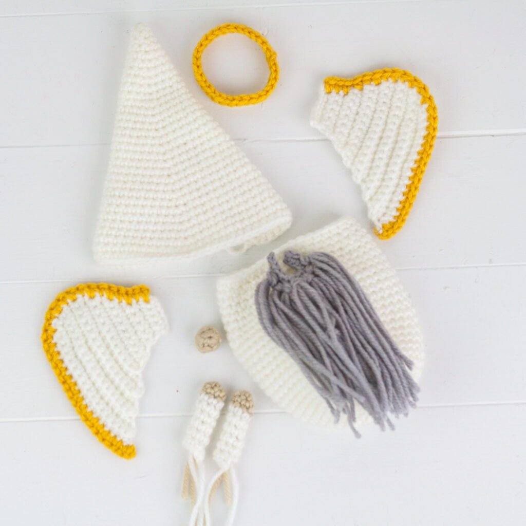 This crochet angel gnome makes a wonderful gift. Crochet one to watch over you or someone you love with this free crochet pattern.