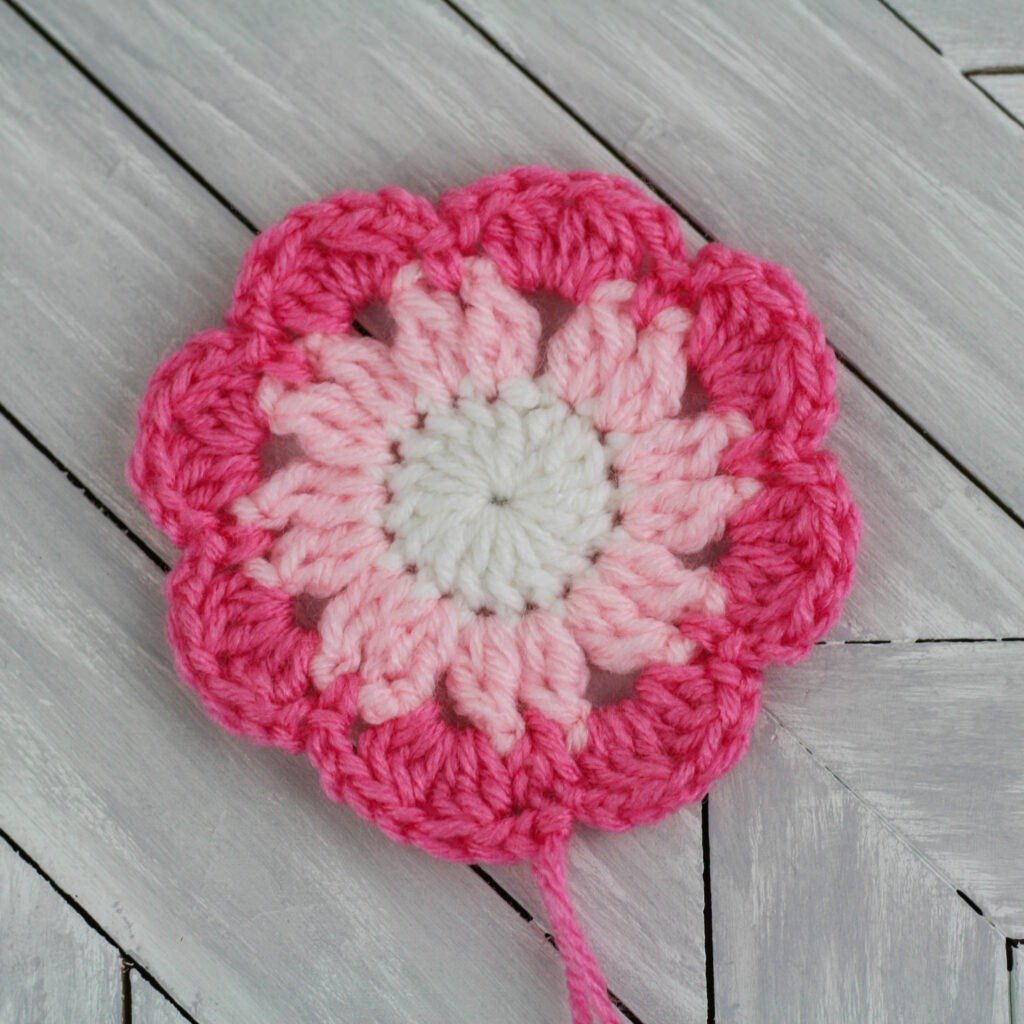 Crochet Flower Granny Square Row 3 completed