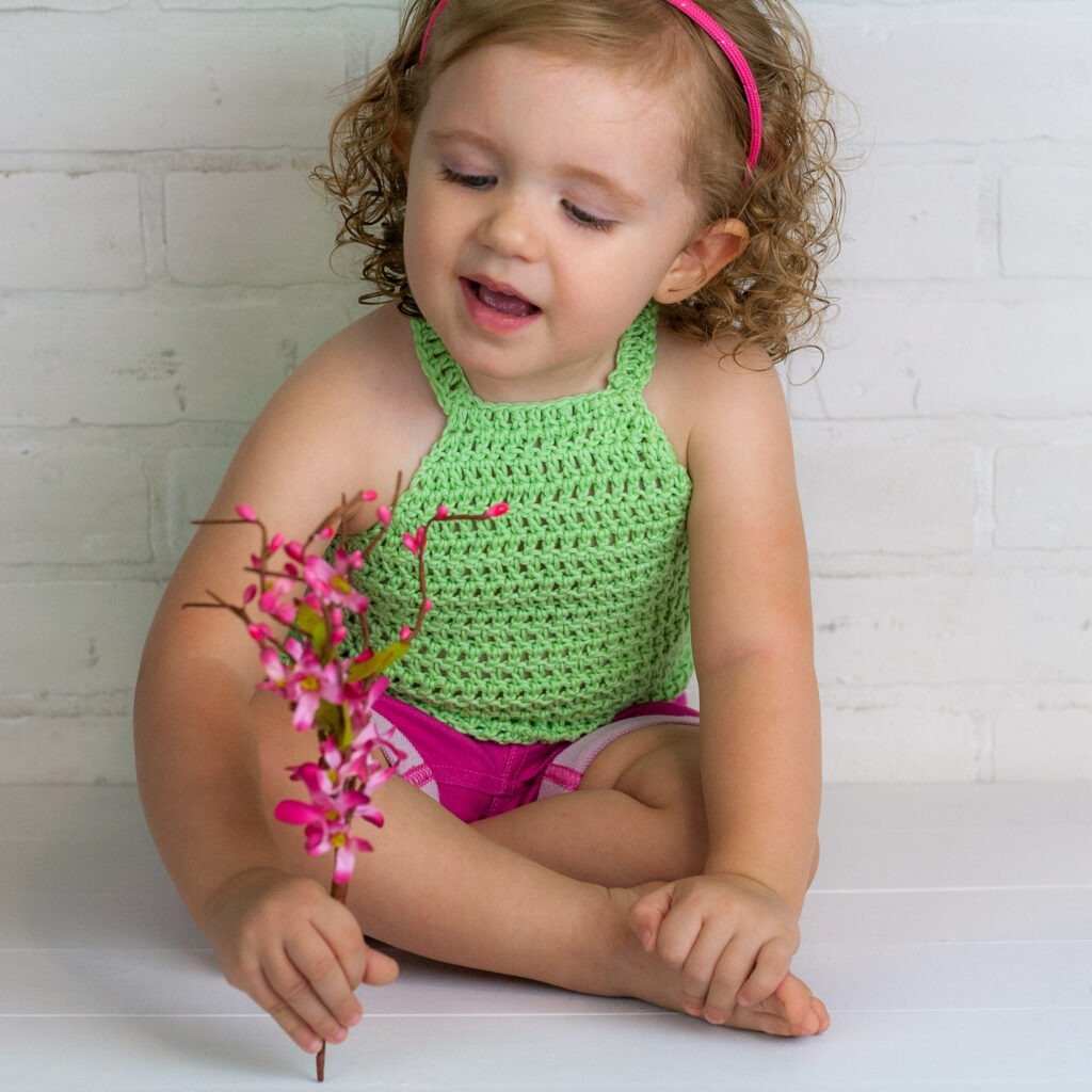 Free crochet pattern for a beautiful tulip crochet dress. This pattern can also be used to make a cute crop top and top. Sizes 12m, 18m, Girls: 2, 4, 6, 8.
