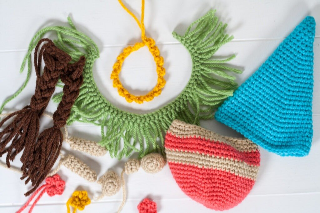The crochet hula gnome couple is a perfect summer project. Whip up this free crochet pattern and let these two ease you into summer.