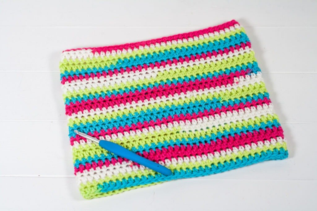 This free crochet pattern is perfect for beginners. This crochet cowl pattern is easy to follow and makes a perfect quick gift.