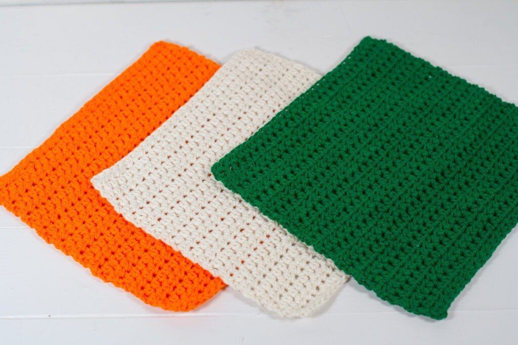 This free crochet pattern is perfect for beginners. This crochet washcloth pattern is easy to follow and makes a great holiday gift.