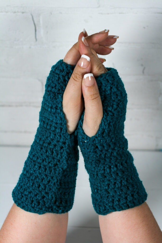 This free crochet pattern is perfect for beginners. This crochet fingerless mitts pattern is easy to follow and makes a perfect quick and easy gift.