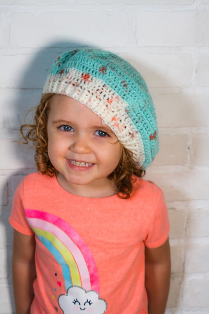Want to crochet a beret? Follow this easy crochet beret pattern and video tutorial to learn how to crochet a simple and stylish hat.