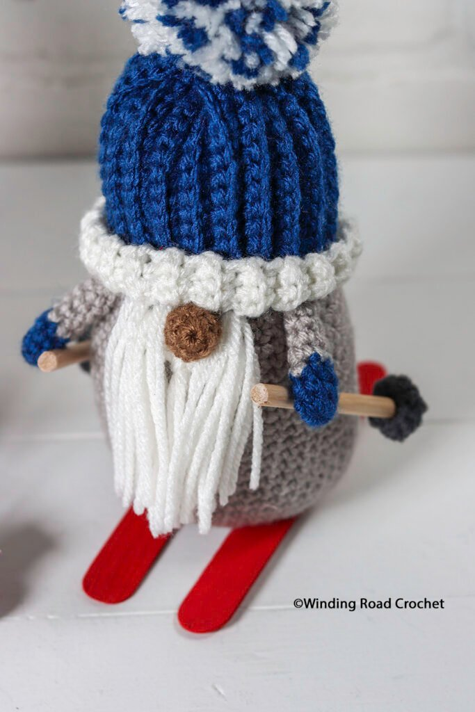 This crochet skiing gnome will make a great winter decoration. Follow the free crochet pattern and video tutorial series.