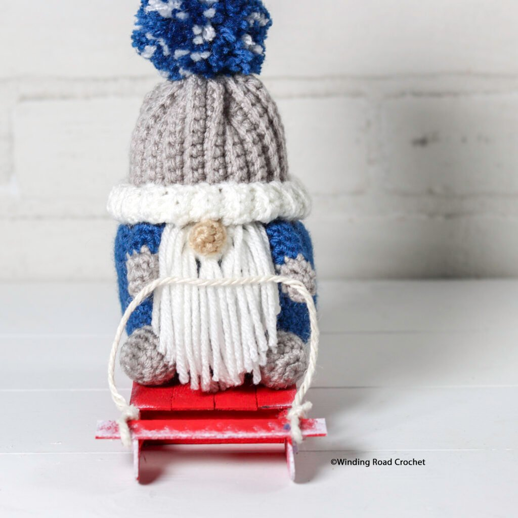This crochet sledding gnome will make a great winter decoration. Follow the free crochet pattern and video tutorial series.