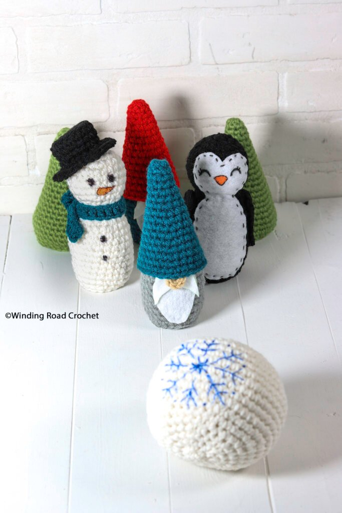 Crochet up some fun this winter with a crochet winter bowling set. Free crochet pattern with lots of different types of bowling pins.