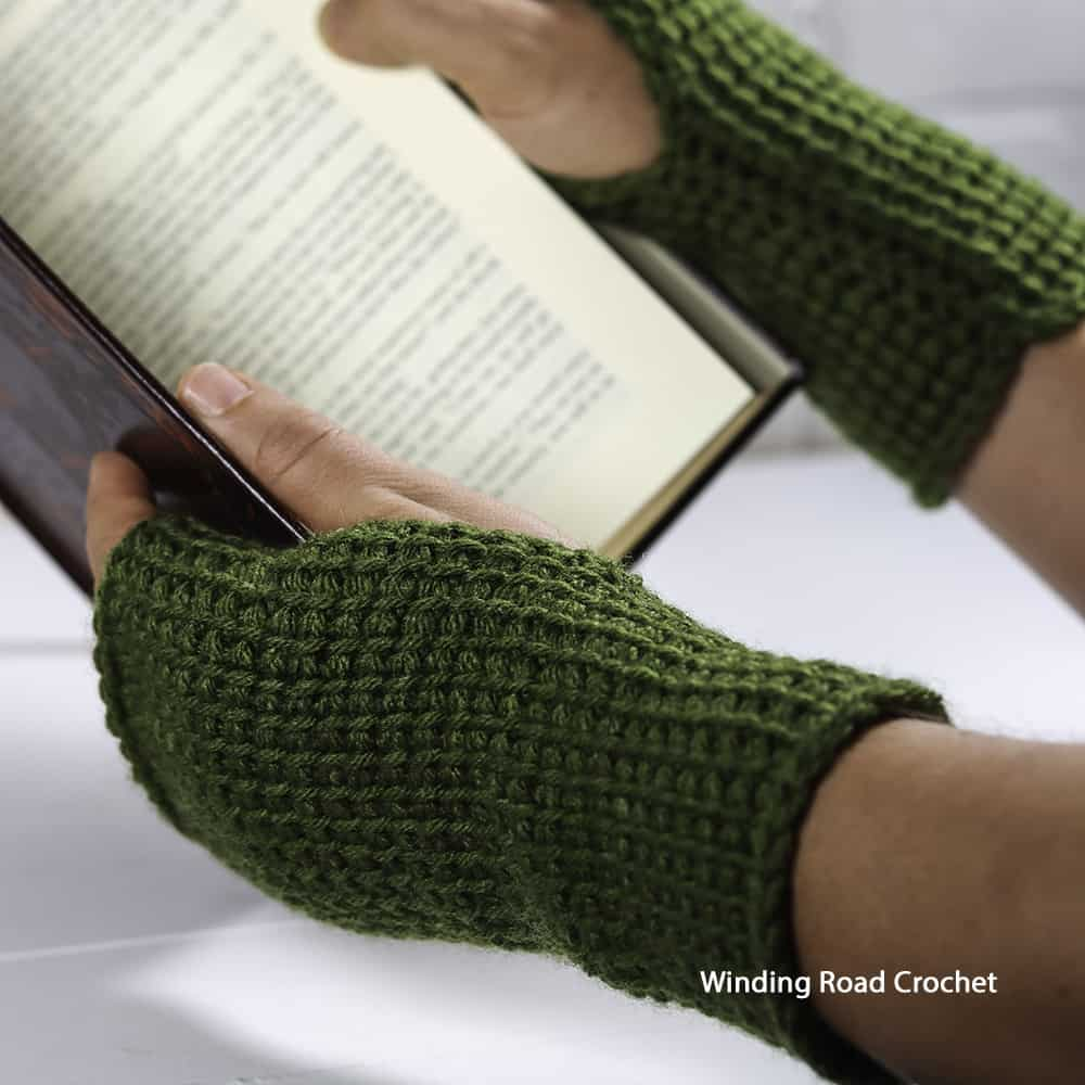 This Any Stitch Tunisian Crochet Wrist Warmer is a pattern in the Tunisian Crochet Course. It is an easy pattern, great for beginners.