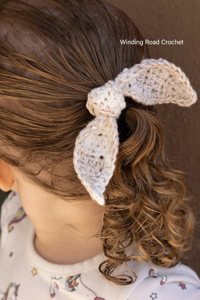 You will love making this quick and easy vintage crochet hair tie. This free crochet pattern works up fast.