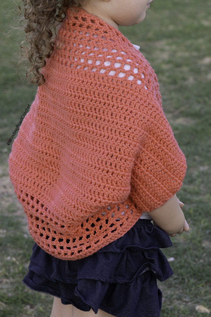 You will love making this easy crochet summer cardigan. This free crochet pattern will show you how to make a cardigan from a rectangle.