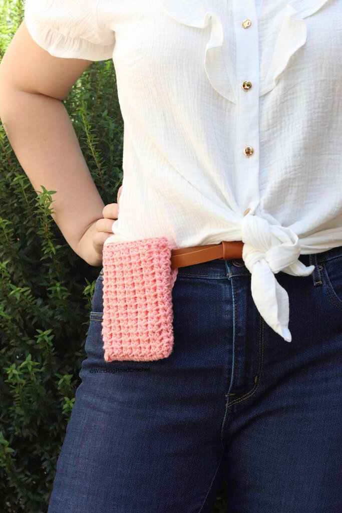 This free crochet hip pouch pattern is designed to hold a coin pouch and phone. Perfect for the days that you don't want to bring your purse.