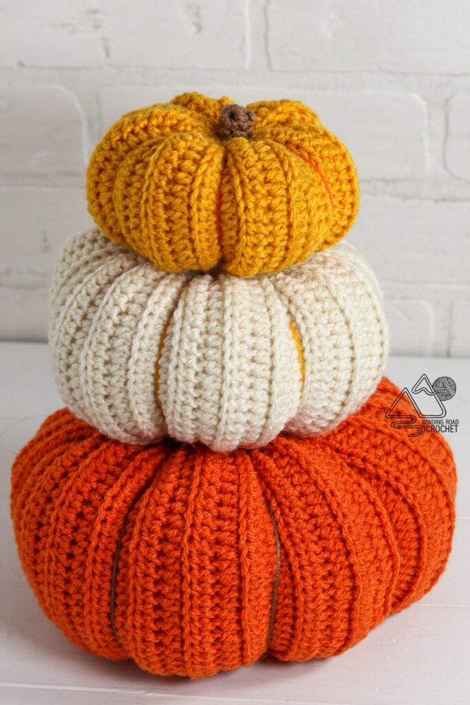 Decorate your holiday table with this easy fall crochet centerpiece. The free crochet pattern includes a video tutorial for these pumpkins.
